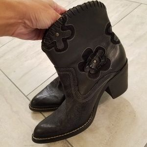 Women's size 7m MIA BLACK LEATHER ANKLE BOOTS